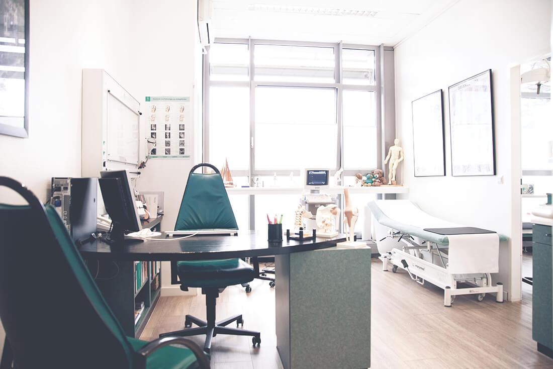 Orthopädie Wannsee - Harbrecht - ein Beratungs- und Behandlungszimmer der Praxis